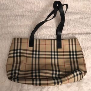 Great condition Burberry tote in classic print